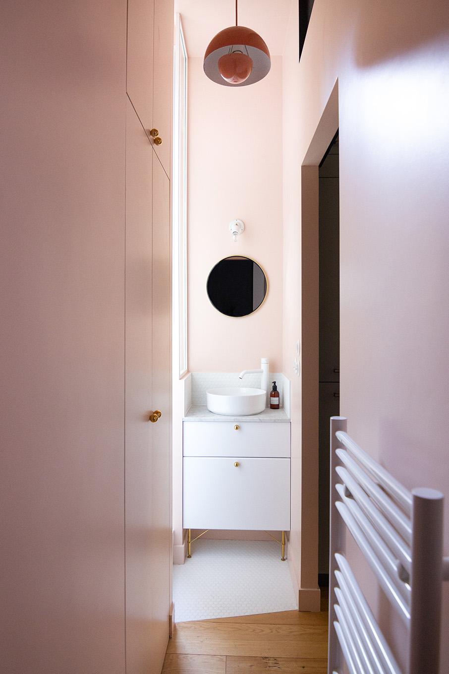Rénovation appartement haussmannien - salle de bains Pink ground et mosaïque hexagonale blanc - Architecte intérieur Paris - Studio Mariekke