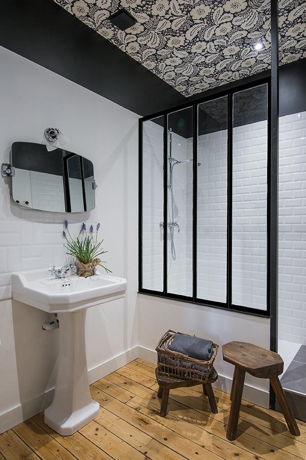 Papier-peint plafond salle-de-bains - Maison d'hôtes Maison Paulette - Architecte d'intérieur Studio Mariekke - Paris