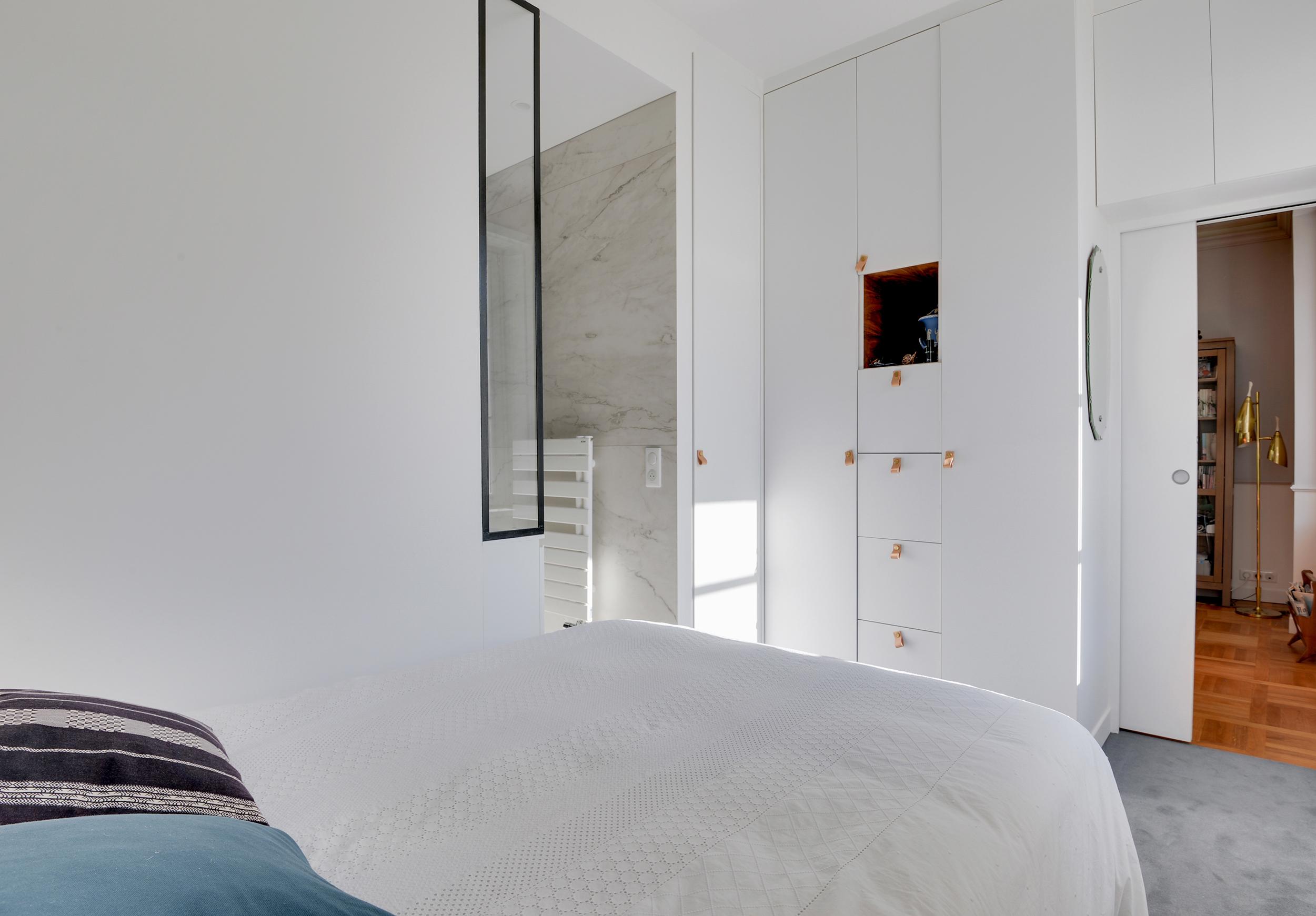 Rénovation Art Déco - chambre kaki et bleu - Architecte intérieur Paris - Studio Mariekke