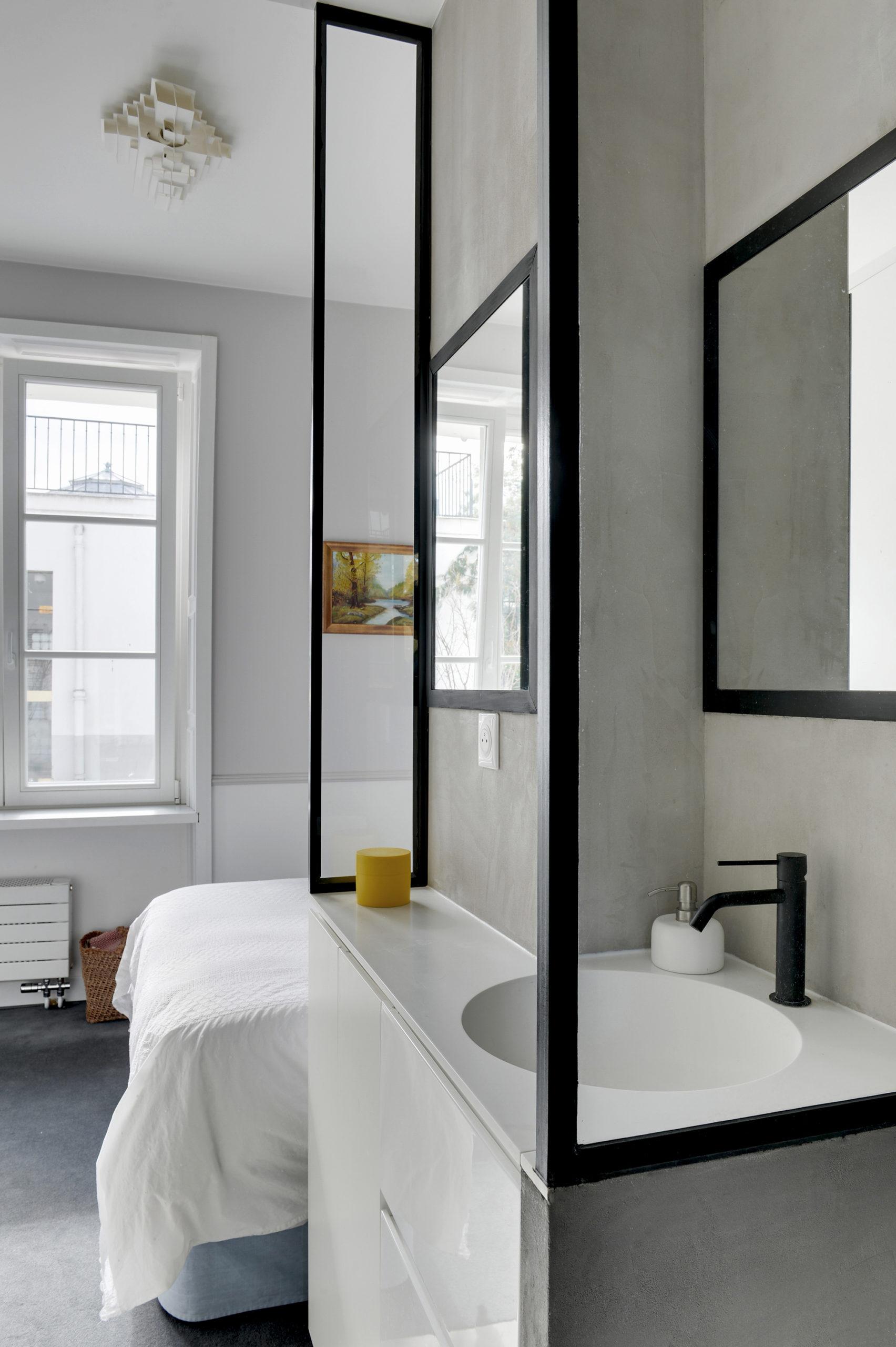 Rénovation Art Déco - salle de bains béton ciré et marbre - Architecte intérieur Paris - Studio Mariekke